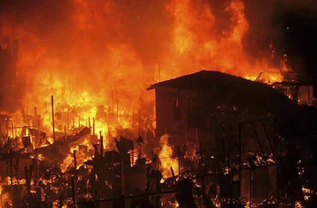 53 huts burnt in delhi
