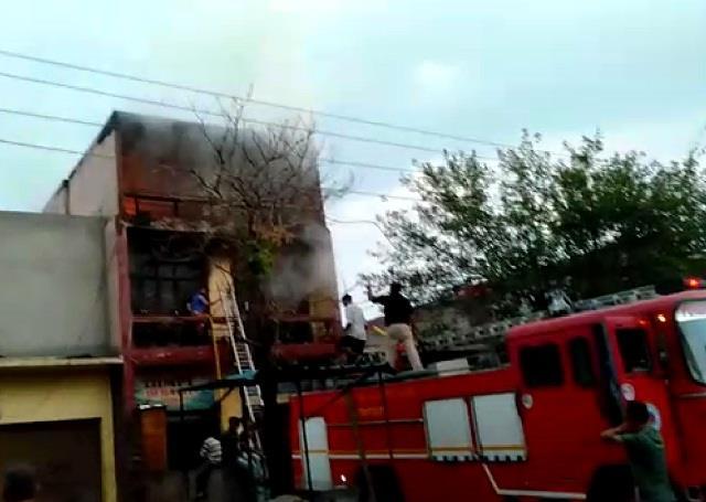 fierce fire broke out in shop in vegetable market