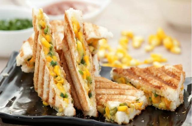 Healthy Recipe: मिनटों में बनाएं प्रोटीन रिच पनीर कॉर्न सैंडविच