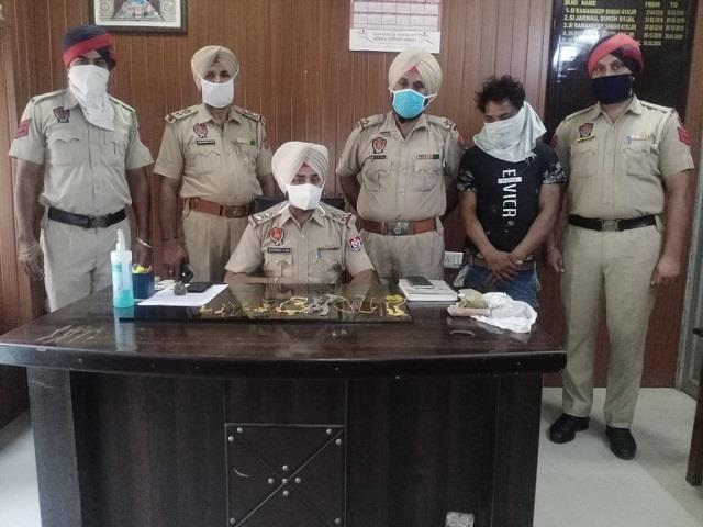 police arrested thief with gold jewellery