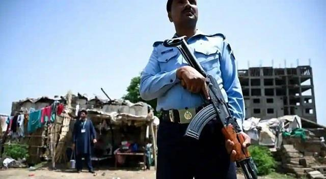 pak police arrests key nationalist leaders for raising voice against ppp