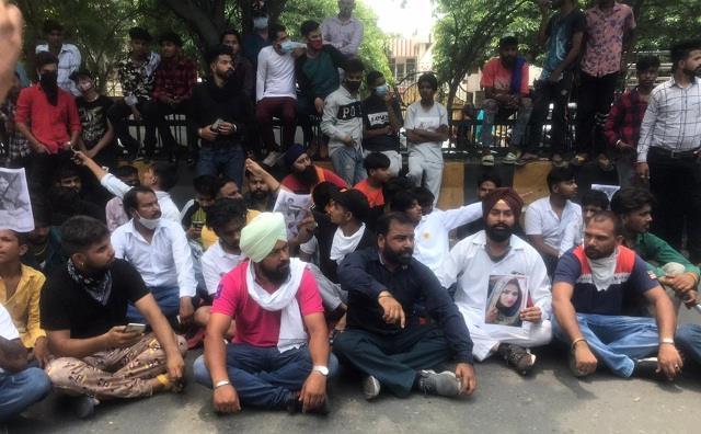 relatives protest outside doaba hospital