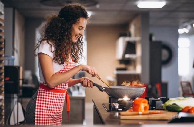 Cooking Tips: फ्राई करने के इन टिप्स से बढ़ जाएगा खाने का स्वाद