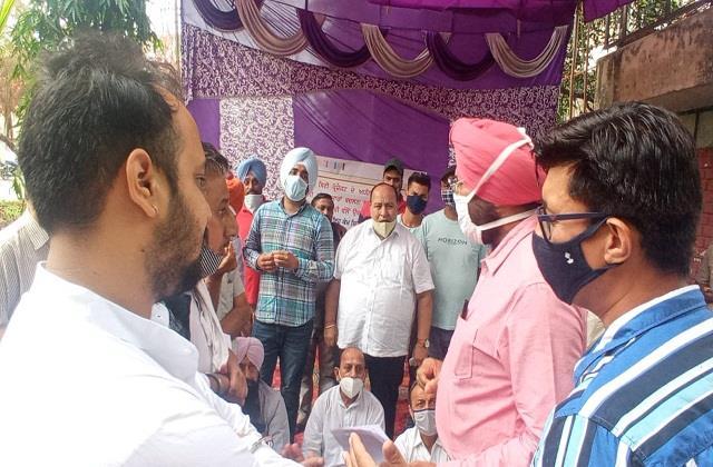 congress mlas protest outside shakti sadan in jalandhar