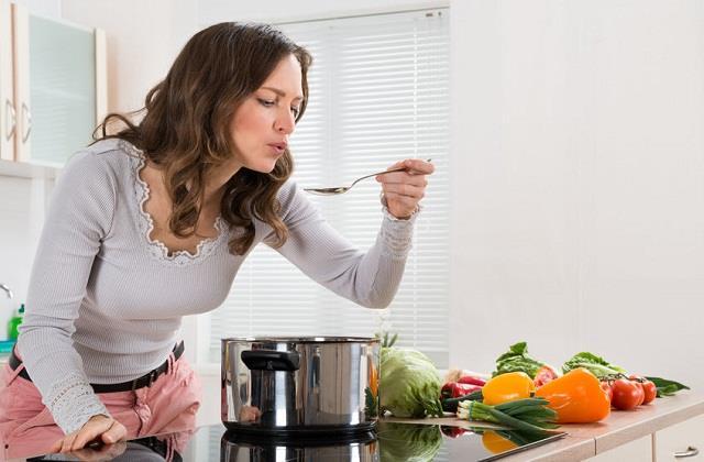 Kitchen Tips: बिना प्याज और लहसुन के ग्रेवी गाढ़ी करने के ट्राई करें ये जबरदस्त टिप्स