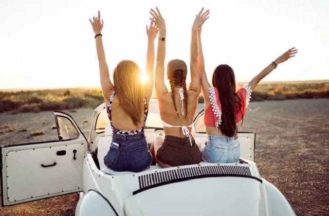 Zodiac Sign: घुमक्कड़ होती है ये लड़कियां, नहीं छोड़ती ट्रैवलिंग का एक भी मौका