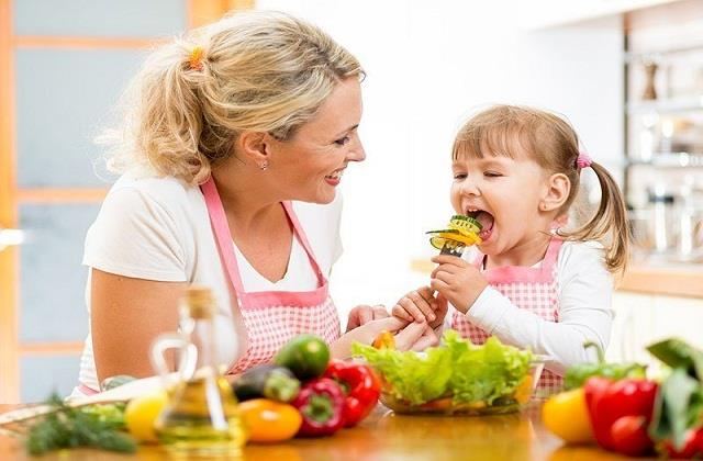 बच्चों को खिलाएं ये Super Foods, कंप्यूटर से भी तेज चलेगा दिमाग
