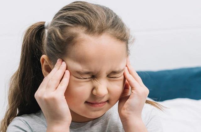 बच्चे भी हो सकते हैं सिरदर्द से परेशान, जानें इसके कारण व बचाव