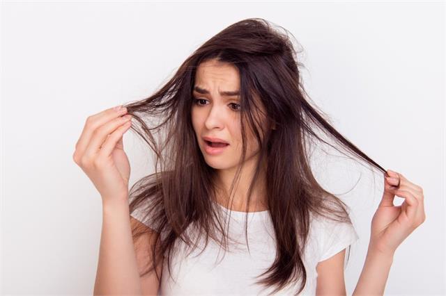 हल्के बालों से हैं परेशान तो इन टिप्स को अपनाकर बढ़ाए उनकी वॉल्यूम