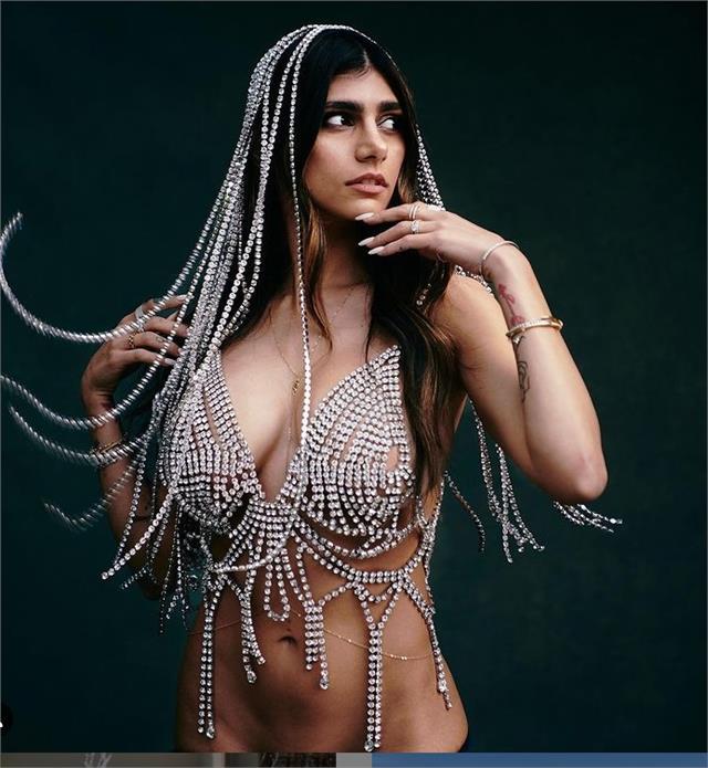 मिया खलीफा ने करवाया एडल्ट फोटोशूट, वीडियो शेयर कर फैंस को दिखाई अपनी ग्लैमरस अदाएं