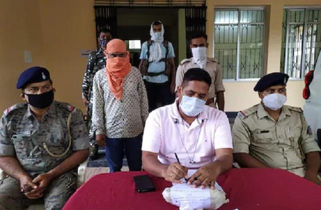 police arrested a smuggler with brown sugar worth 1 crore in chatra