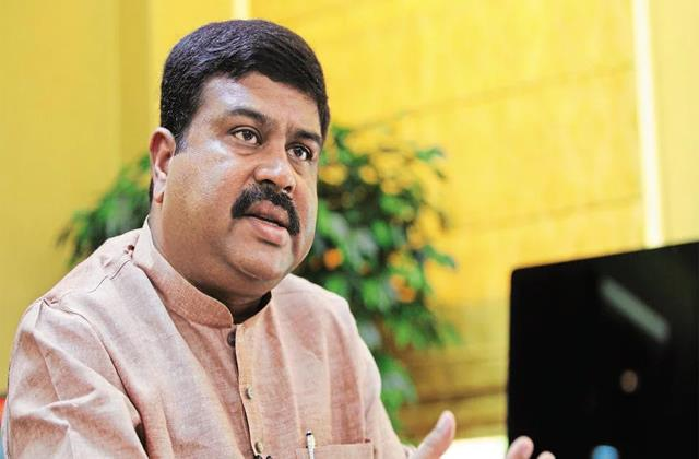 dharmendra pradhan told why the prices of petrol and diesel are increasing