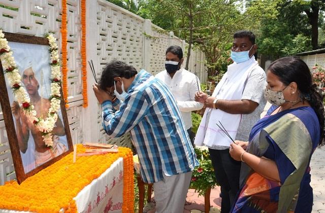 hemant soren pays tribute to lord birsa munda on his 121st death anniversary