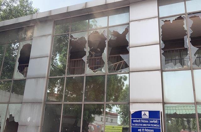 delhi fire broke out near airport fire brigade reached the spot
