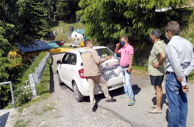 people reached tourist places for picnic in corona curfew police cut invoice