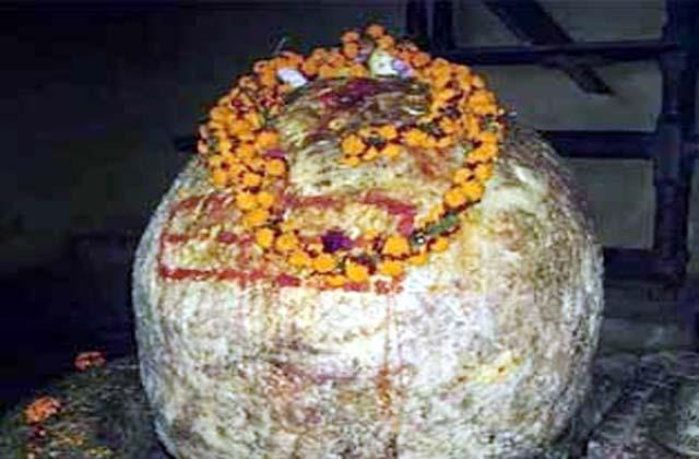 such a shivling on which lightning falls once in 12 years