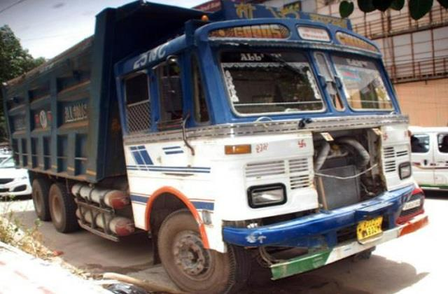 high speed havoc in delhi truck crushed five people of the same family