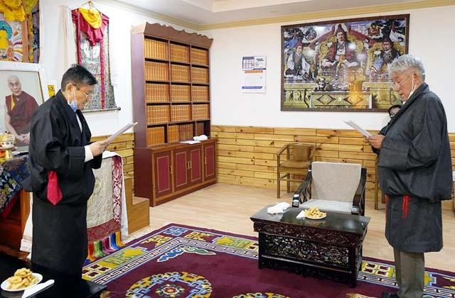 45 mps of exile tibet government took oath of office and secrecy