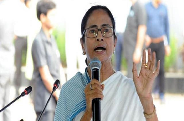 mamata banerjee criticizes center for  torturing  alapan bandyopadhyay