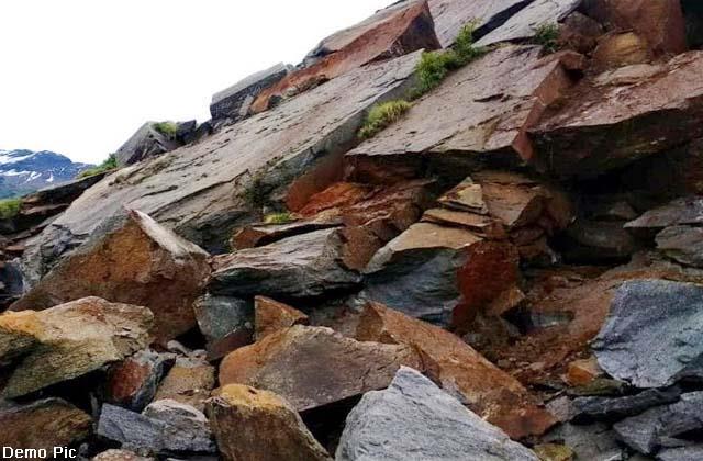 landslide on manali kaza road