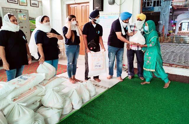 dashmesh roti bank distributed ration to needy families