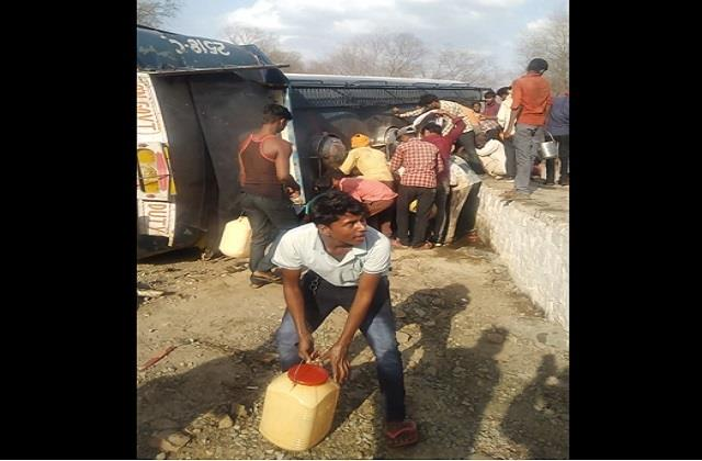a tanker filled with petrol overturned in sheopur