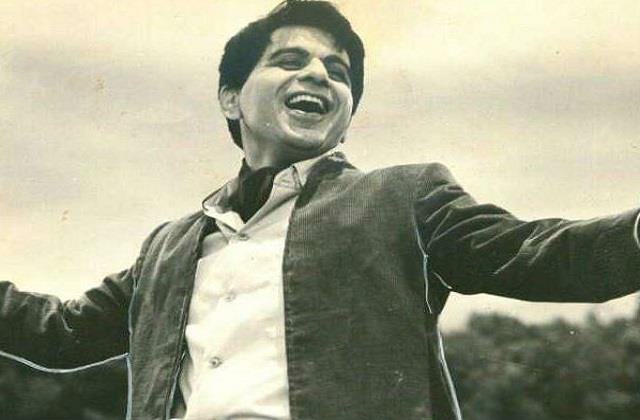 the  shahenshah  of the film industry is no more  dilip kumar