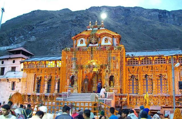 muslim offered namaz in badrinath mandir complex