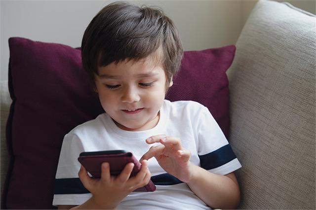 बच्चे के IQ पर असर डाल रहा Smartphone: रिसर्च