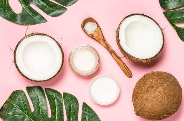 हैल्थ या ब्यूटी ही नहीं घर के इन कामों में भी इस्तेमाल करें नारियल तेल