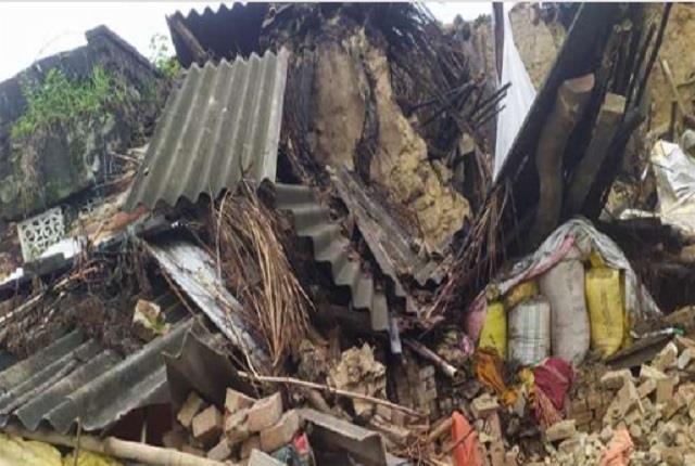 the kutcha house collapsed mother daughter died due to debris three injured