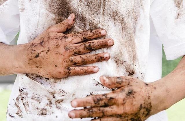 Monsoon Special: कपड़ों पर लगे कीचड़ के दाग मिनटों में ऐसे करें साफ
