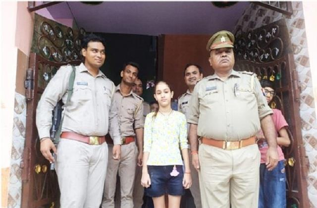 police officers gifts on the birthday of martyr daughter