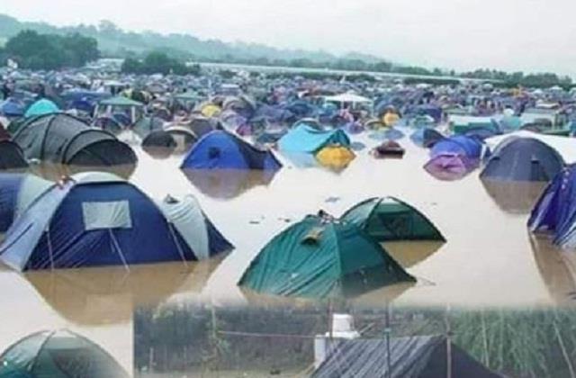 heavy rain created disaster for farmers sitting on delhi border