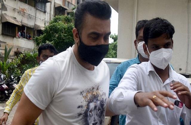 पोर्नोग्राफी मामला: राज कुंद्रा ने गिरफ्तारी से बचने के लिए दी थी लाखों रुपए की रिश्वत!