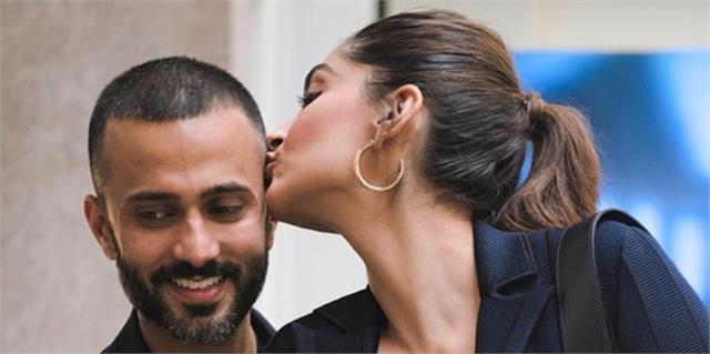 कभी बाल सहलाते तो कभी पति आनंद को किस करती दिखीं सोनम कपूर: Video