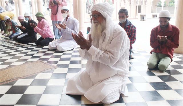 celebrated bakrid prayed for peace