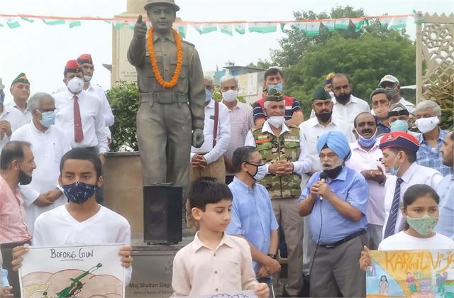 tribute to martyrs on kargil vijay diwas