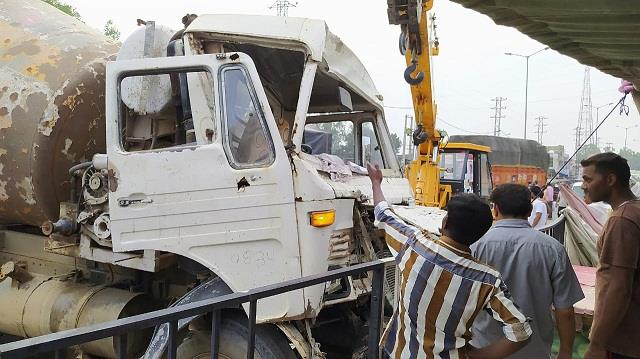 brakes of dumper failed in filled traffic
