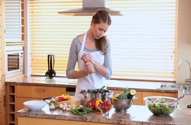 इन किचन टिप्स को अपनाकर आसान बनाएं रसोई का काम