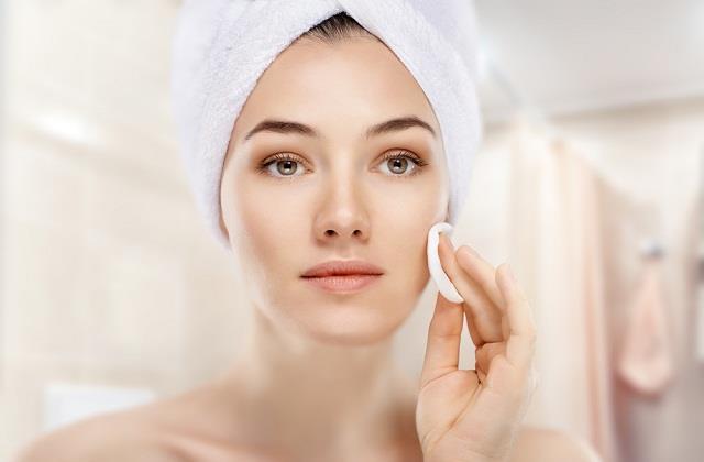खूबसूरत त्वचा के लिए अपनाएं ये नेचुरल तरीके, नहीं पडे़गी मेकअप की जरूरत