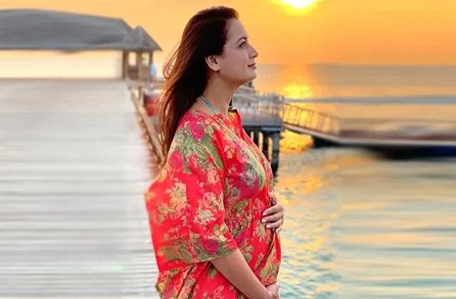 पब्लिक में स्तनपान करवाना मुश्किल, दीया मिर्जा बोलीं- नकारात्मक भाव से देखते हैं लोग
