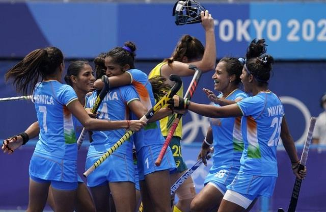 women s hockey team made it to the olympic semi finals for the first time