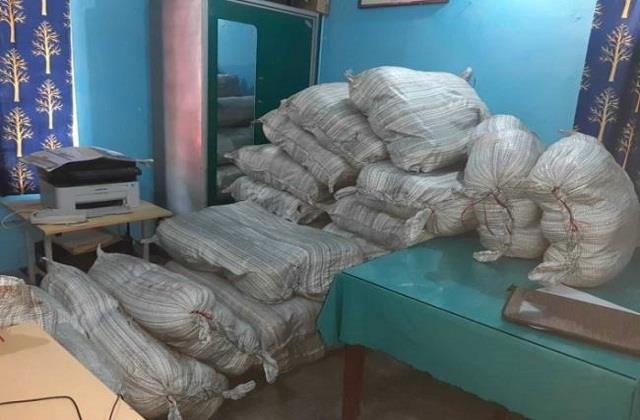 690 kg ganja recovered from truck during raid in vaishali