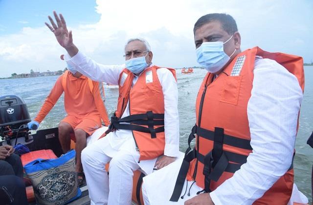 cm nitish took of the flood affected areas in kusheshwarsthan