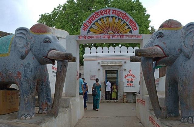 अनोखा मंदिर: यहां भोलेनाथ के अंगूठे की होती है पूजा, जानें इसकी पौराणिक कथा
