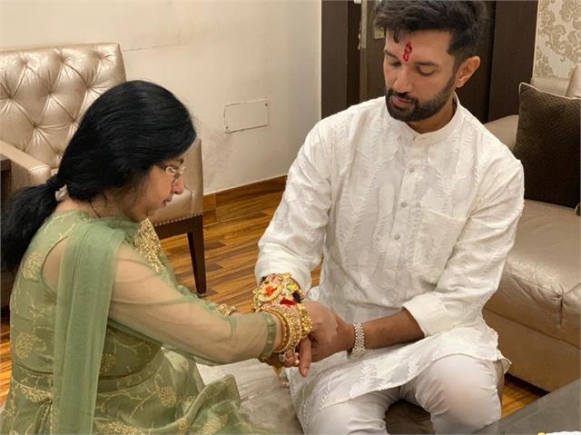on the occasion of rakshabandhan chirag tied rakhi to her sister