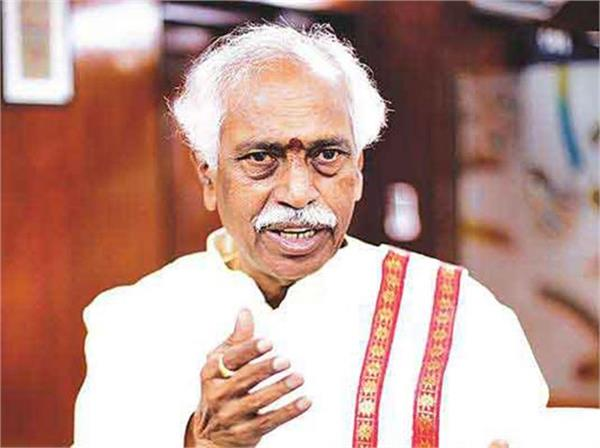 bandaru said hindi language acted as a weapon in the fight for freedom