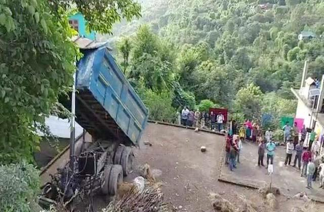 truck fell on house death of driver
