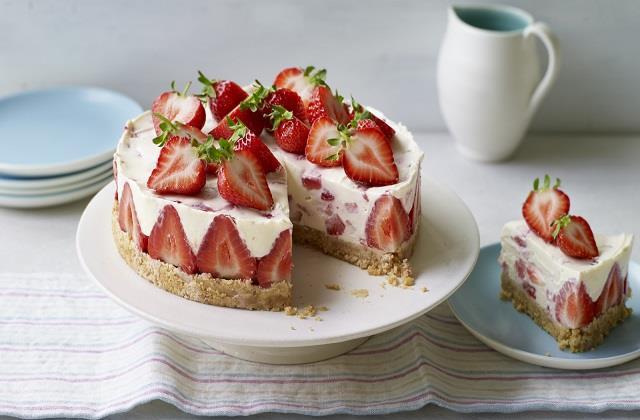 Daughters Day: अपनी प्यारी बेटी के लिए बनाएं स्ट्रॉबेरी चीजकेक